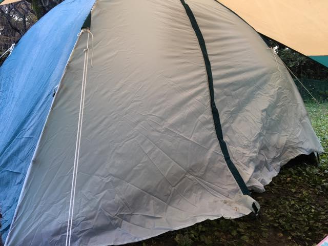 テントの入口