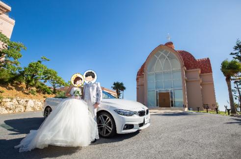 結婚式はBMWのオープンカーでお出迎え